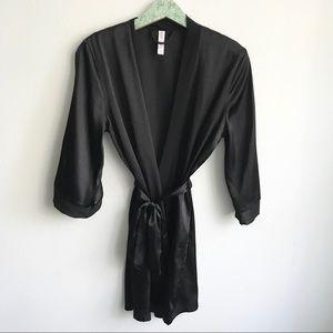 Gillian & O'Malley Satin Black Robe